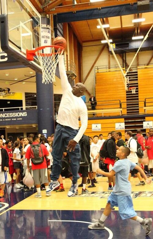 IFWT-Michael-Jordan-dunking