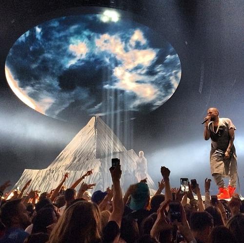 Kanye-West-X-YEEZUS-Tour-9